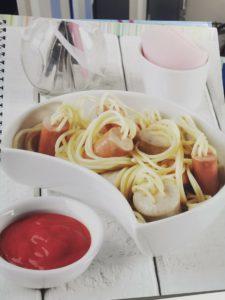 Espaguettis con salchichas